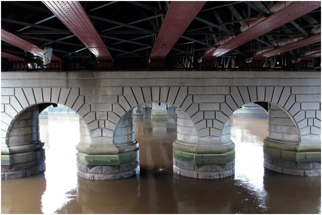 Under George V Bridge.